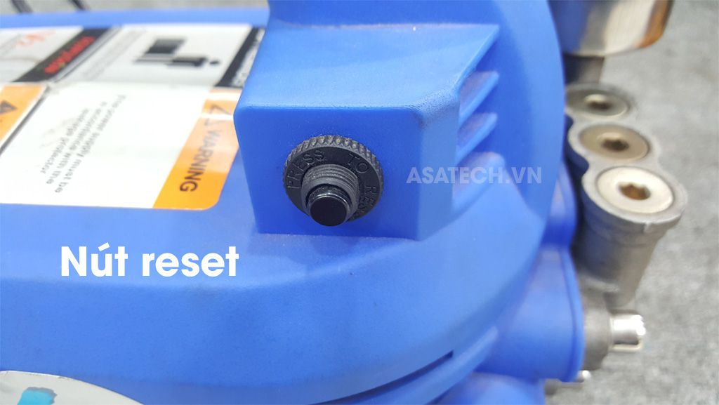 Máy TonySon V2 được trang bị nút reset và hệ thống tự ngắt điện thông minh.