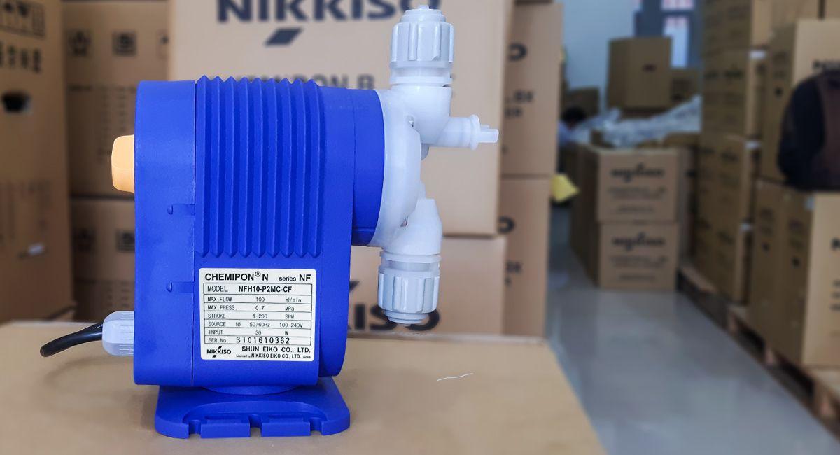Bơm định lượng mini NFH10 là dòng bơm định lượng hóa chất có lưu lượng bơm 6 lít/giờ
