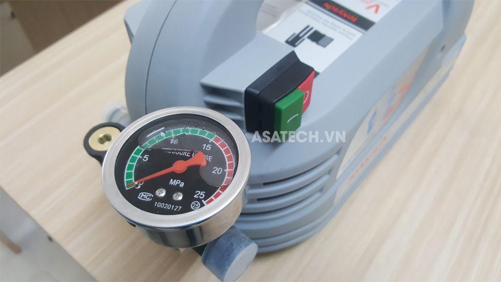 Máy xịt rửa mini gia đình TonySon V2S được trang bị đồng hồ đo áp lực nước