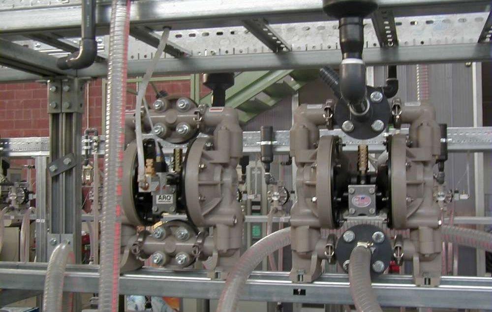 ứng dụng và ưu điểm của máy bơm màng thân nhựa