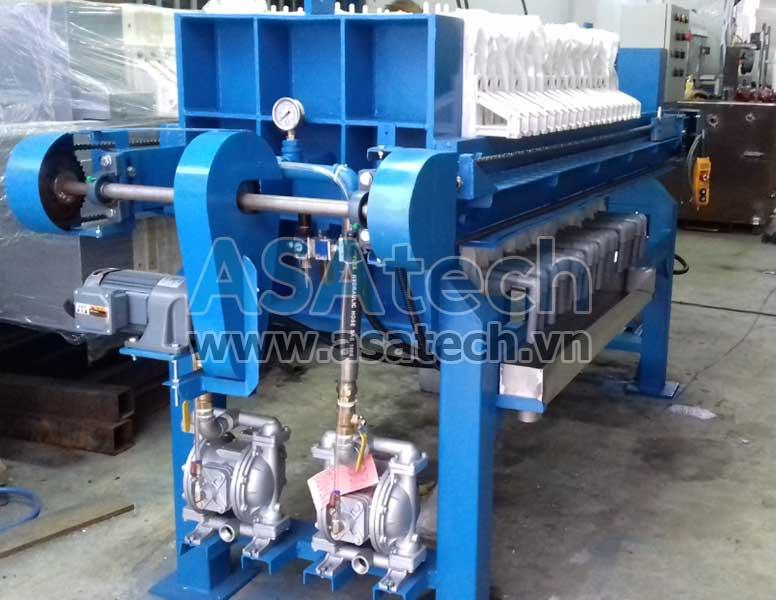 Máy bơm màng nước thải dùng để bơm bùn cho máy ép bùn công nghiệp