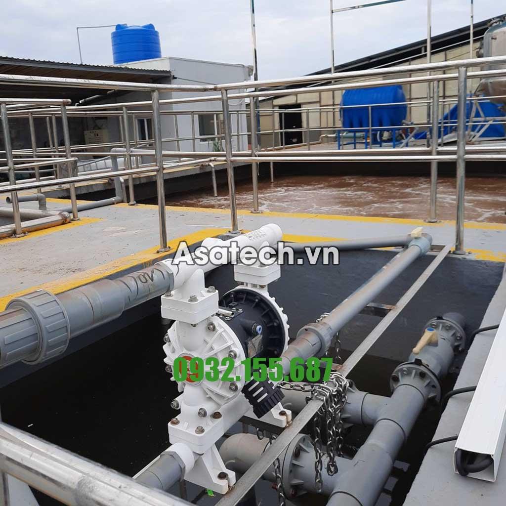 Để xử lý được vấn đề đó các nhà máy, khu công nghiệp xử dụng một loại máy bơm gọi là máy bơm màng khí nén