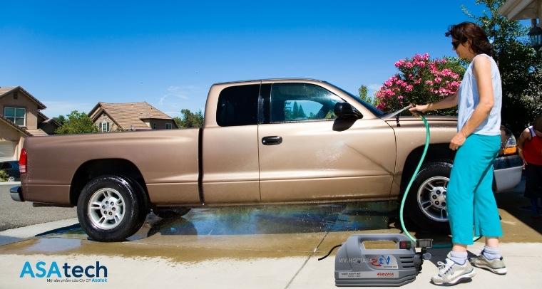 Máy xịt rửa xe cao áp mini
